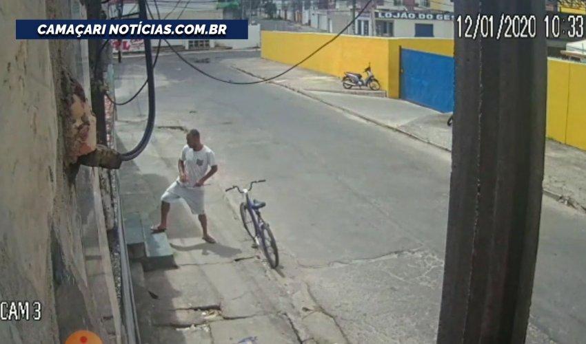 [Homem arromba casa e rouba bicicleta no bairro Alto da Cruz]