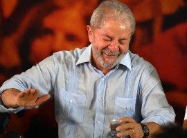 [Juiz do DF determina apreensão do passaporte e proíbe Lula de deixar o país]