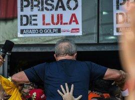 [Protestos contra prisão podem ter ajudado Lula cair 6% nas pesquisas]