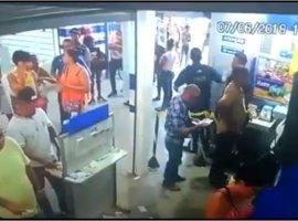 [Vídeo de circuito de segurança mostra troca de tiros dentro de Casa Lotérica]