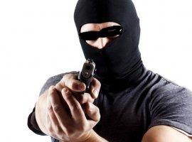 [Vídeo pega ladrão roubando no Centro de Camaçari. Igreja Matriz também é invada]