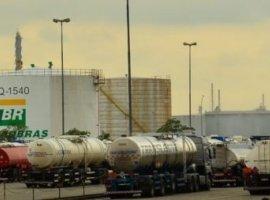 [Preço da gasolina vai subir 0,39% nas refinarias a partir de quinta]