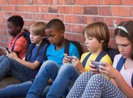 [Proibição total de celulares em sala de aula levanta discussões]