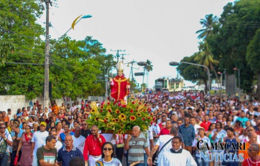 [Procissão de São Thomaz de Cantuária reúne centenas de fiéis em Camaçari]