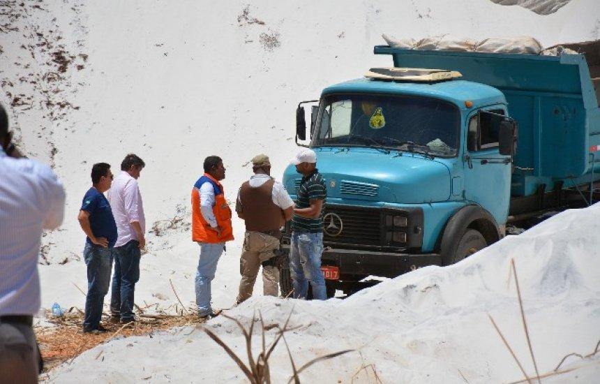 [Autoridades municipais flagram caçamba roubando areia em Jauá]