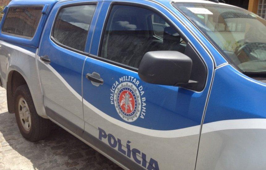 [Bandidos assaltam no centro de Camaçari e são perseguidos pela polícia]