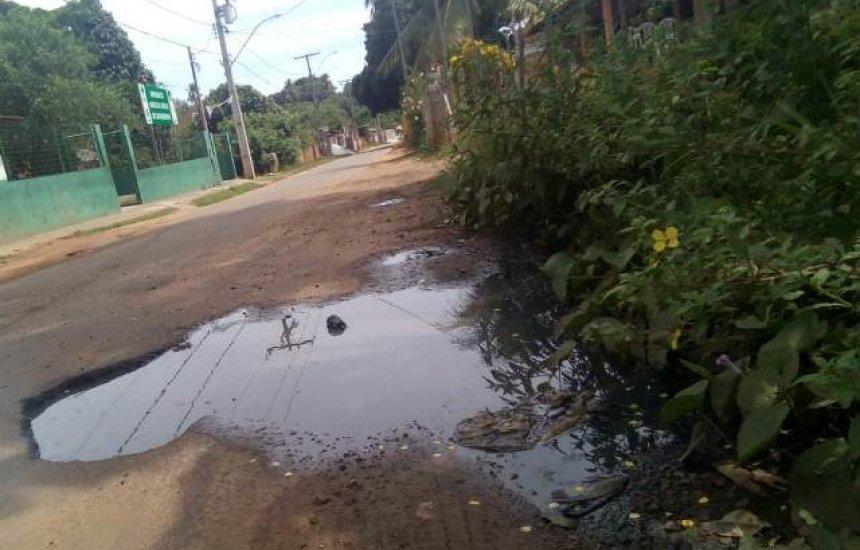 [Leitora denuncia vazamento de esgoto em frente a posto de saúde de Camaçari]