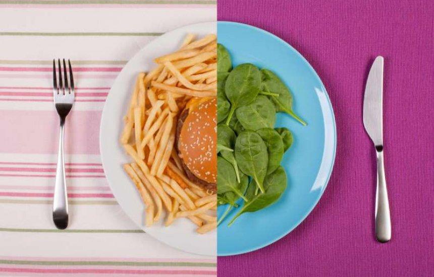 [Nutricionista explica se vale a pena ter um 'dia do lixo' na dieta]