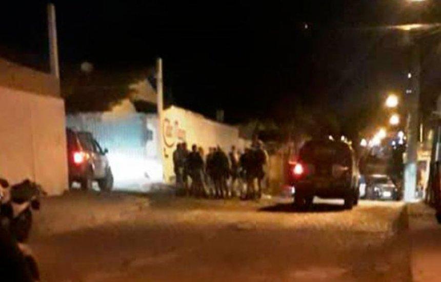 [Quatro pessoas são mortas após confronto com a polícia em Feira de Santana]