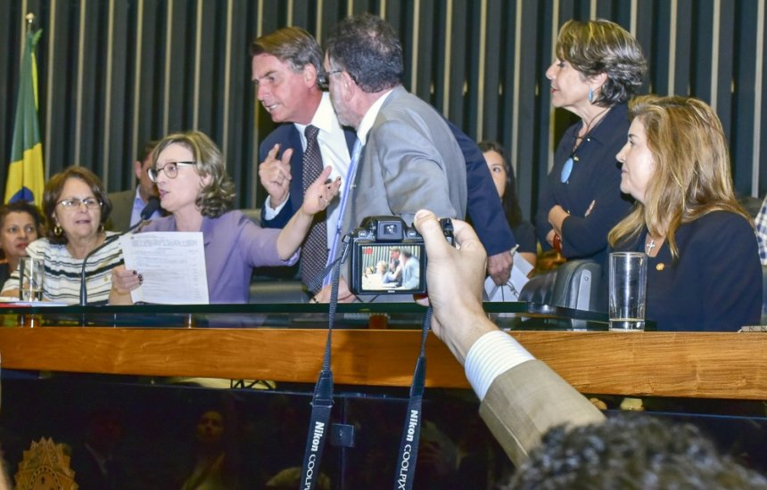 [Fux suspende ações contra Bolsonaro no STF por injúria e apologia ao estupro]