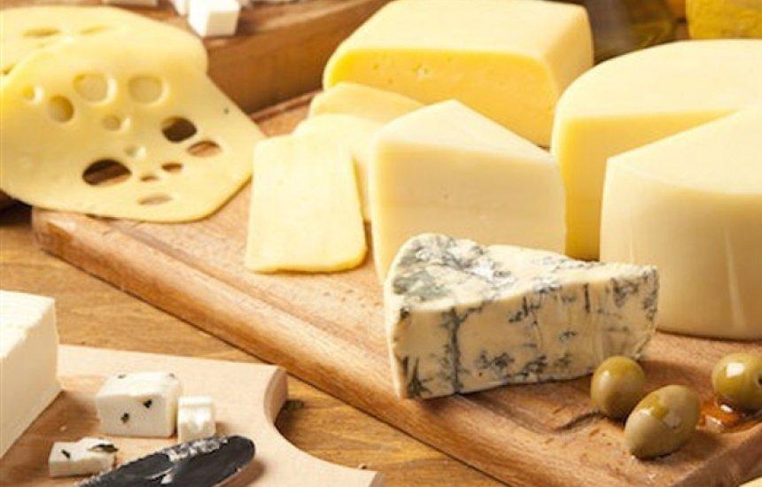 [Saiba quais são os queijos menos calóricos e não estrague a dieta]