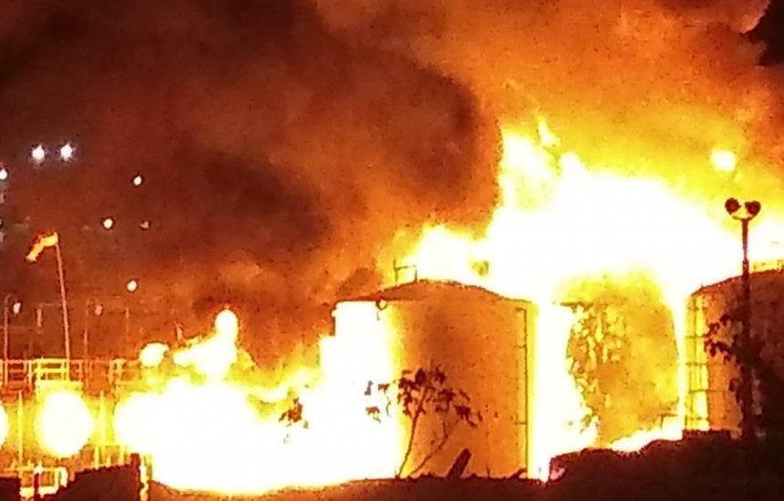Incêndio em tanques de produtos químicos da Proquigel em Candeias
