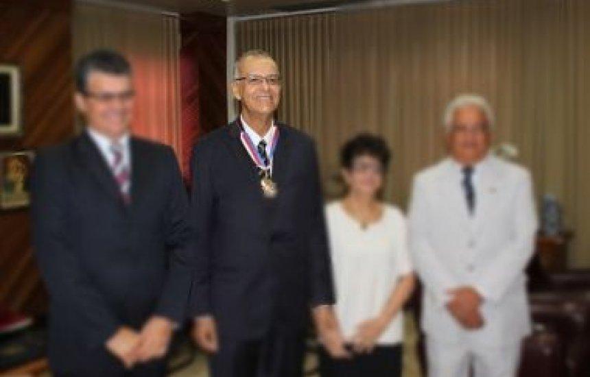 [Morre desembargador Paulo Sérgio Sá do TRT da Bahia; Abat lamenta morte]