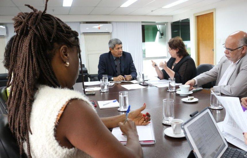 [Secretaria da Educação discute ações integradas com a SPM]