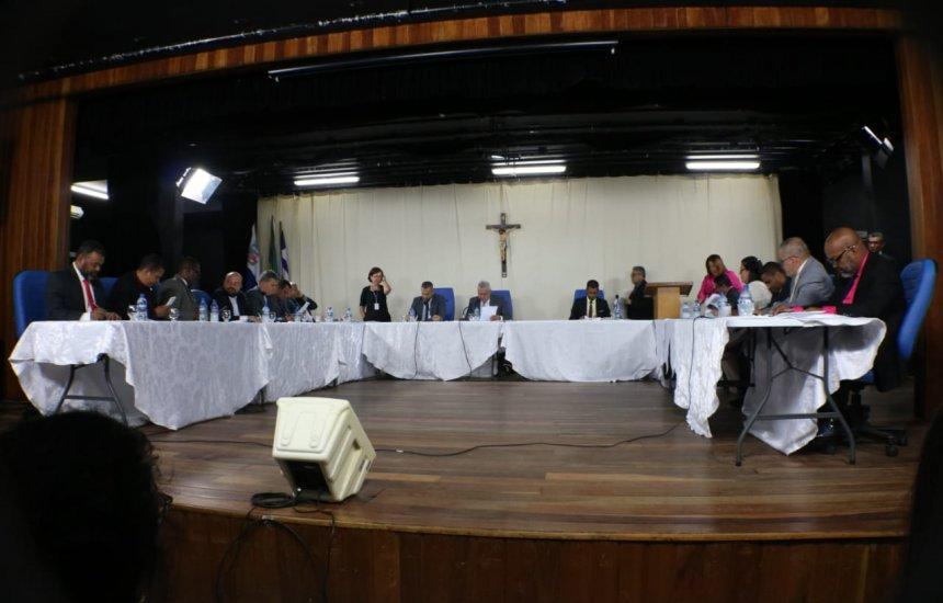 Resultado de imagem para Camaçari: Câmara aprova projetos que concedem reajuste aos servidores municipais