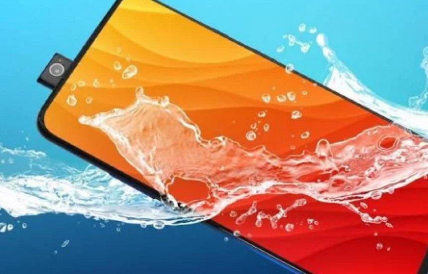 [OnePlus 7 Pro passa no teste de resistência à água e fica 30 minutos submerso]