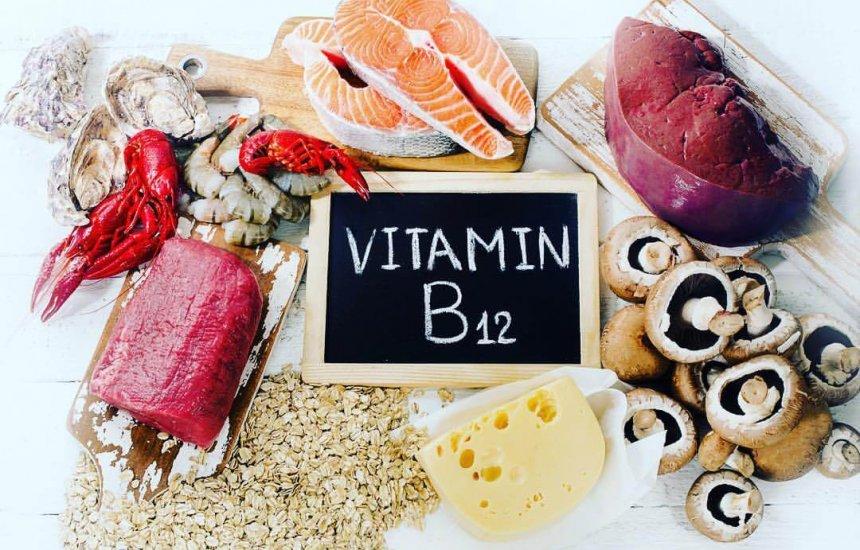 [Para que serve a vitamina B12? Importância e em quais alimentos encontrá-la]