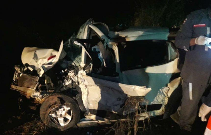 [Batida frontal entre dois carros deixa 4 mortos e um ferido em rodovia]