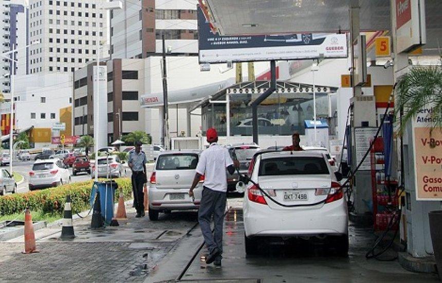 [Petrobras reduz em 3% preço da gasolina nas refinarias]