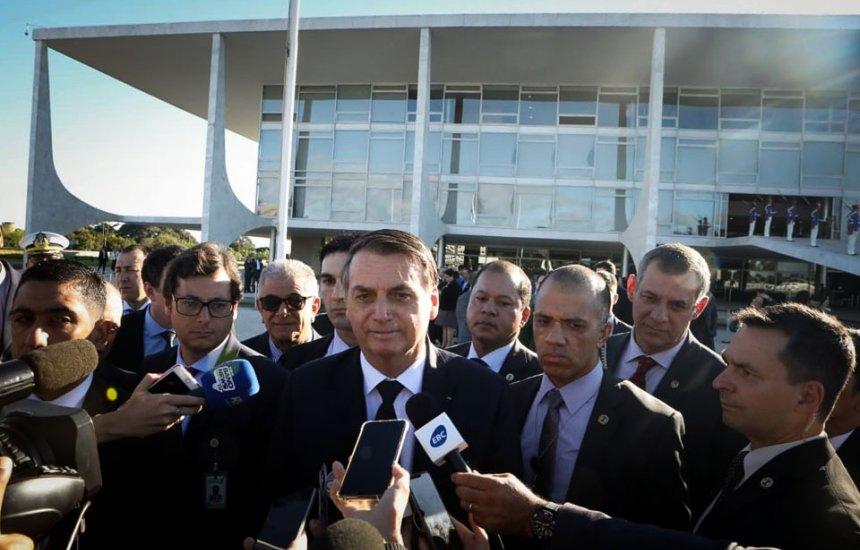 """[""""Quem quiser levar mais de 10 quilos, pague"""", diz Bolsonaro sobre bagagem]"""