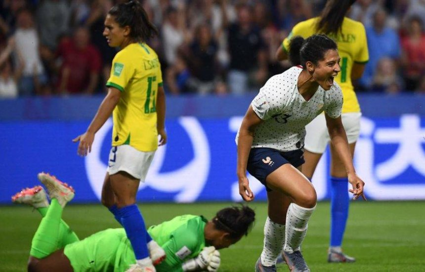 [Brasil leva gol da França na prorrogação e é eliminado da Copa do Mundo]