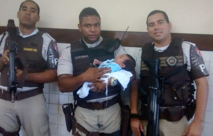 [Bebê abandonado em avenida de Camaçari é resgatado por policiais]