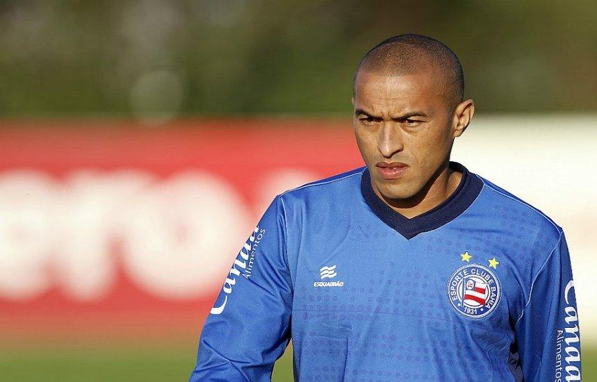 [Com entorse, Nino Paraíba deve desfalcar o Bahia contra o Santos]