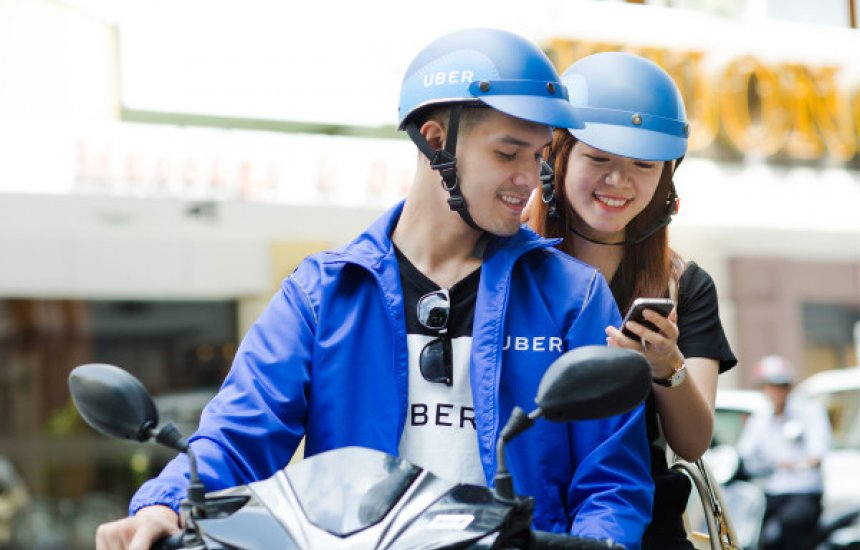 """[""""Uber"""" das motos chega ao Brasil e promete corridas mais baratas]"""