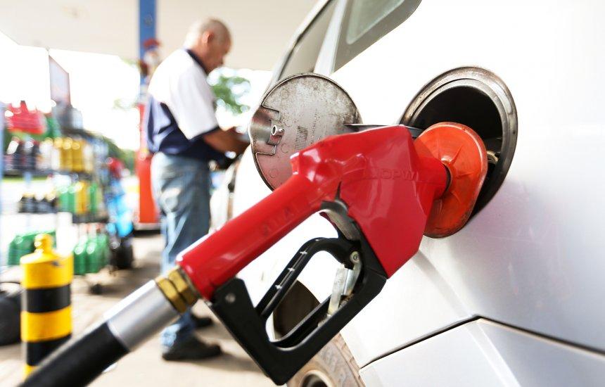 [Gasolina vai ficar mais barata em 11 estados e mais cara em 13]