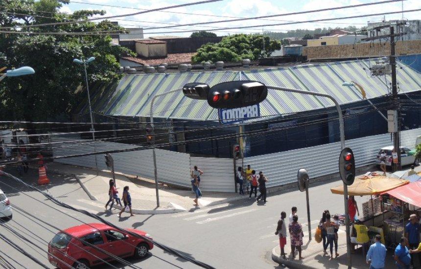 Camaçari: área de antigo supermercado é isolada por risco de desabamento