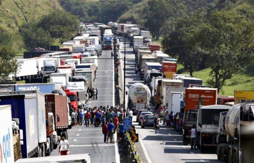 [Quase 2 mil caminhoneiros se mobilizam no WhatsApp por paralisação]