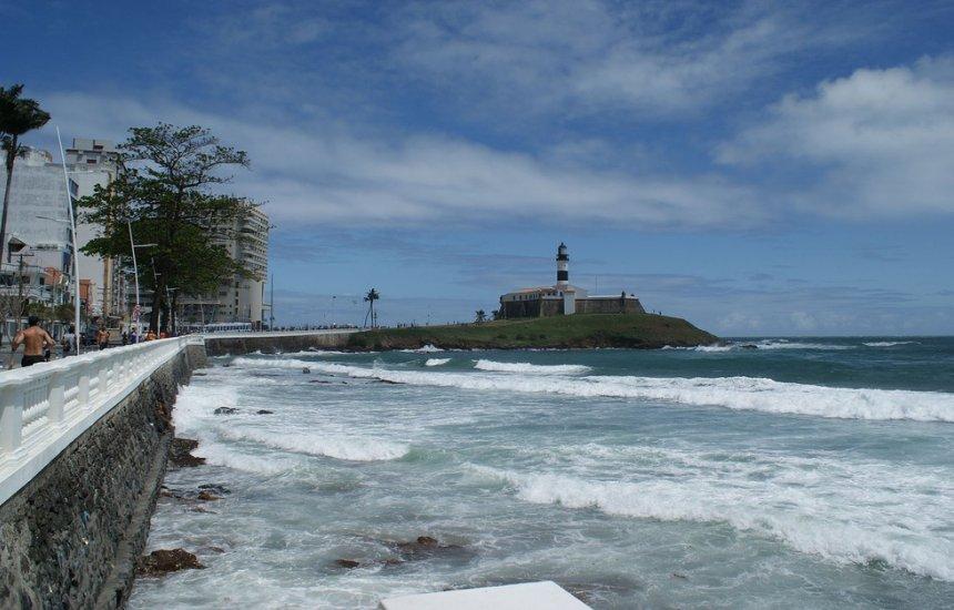 [Litoral da Bahia tem 38 praias impróprias ao banho neste fim de semana]