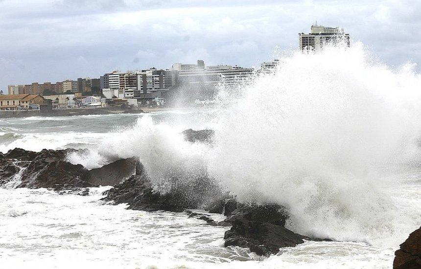 [Pressão no oceano pode provocar ondas altas no litoral nordestino]