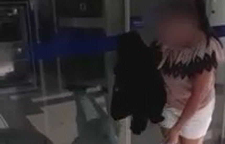 [Vídeo: mulher traída deixa roupas do marido em agência bancária e viraliza]
