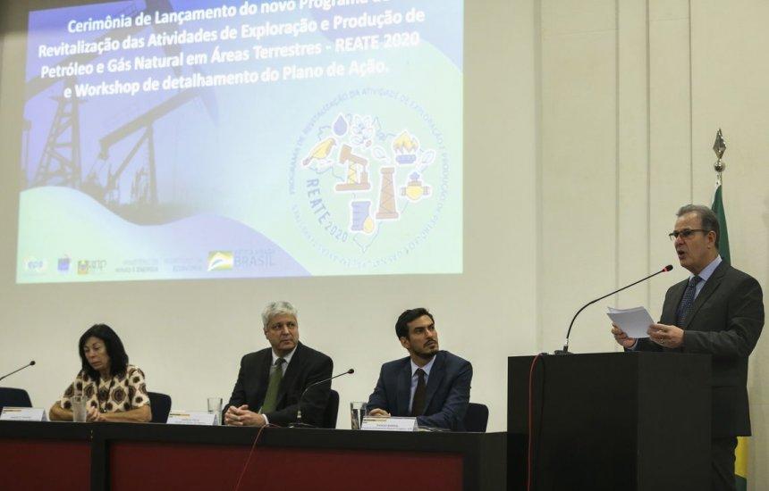 [Governo lança programa para produção de petróleo e gás em terra]