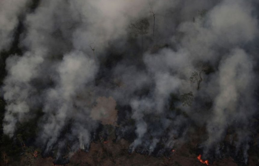 [Ibama autoriza contratação de brigadas federais para combater incêndios]