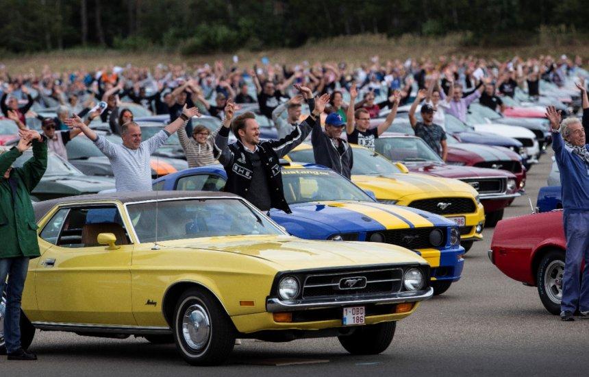 [Ford registra novo recorde mundial com a maior caravana de Mustangs]