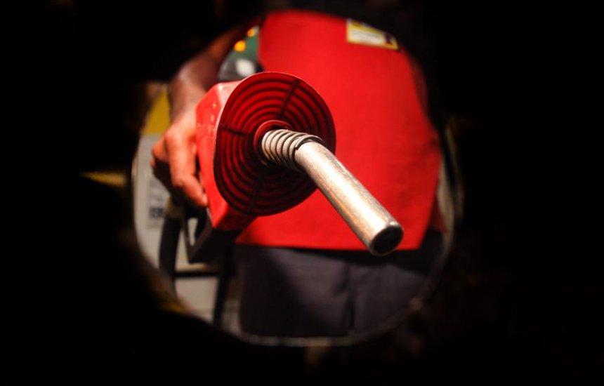 [Petrobras promete segurar preços, mas gasolina e diesel devem subir]