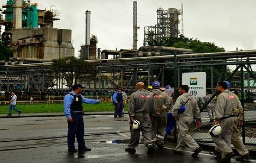 [Petrobras analisa possibilidade de acordos trabalhistas individuais]