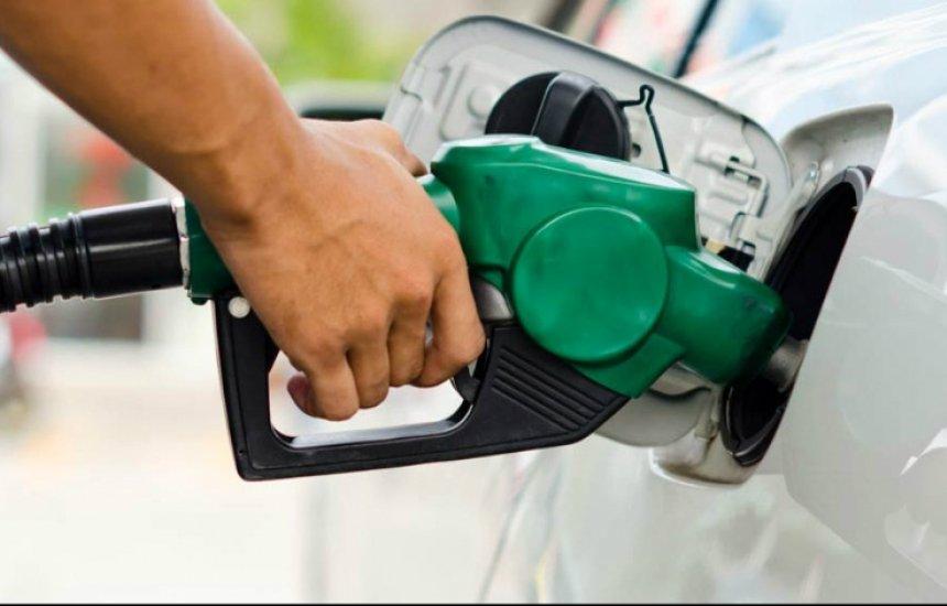 [Bolsonaro quer investigar aumento abusivo em postos de combustíveis]