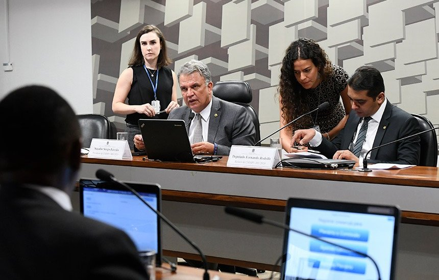 [Comissão mista debate medida provisória que antecipa 13° salário]