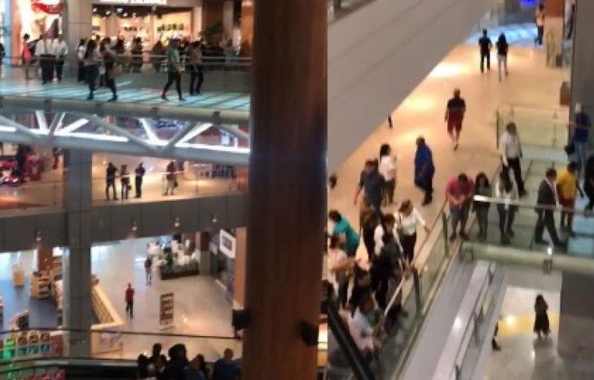 [Homem armado invade shopping em Salvador e assusta clientes. Vídeo]