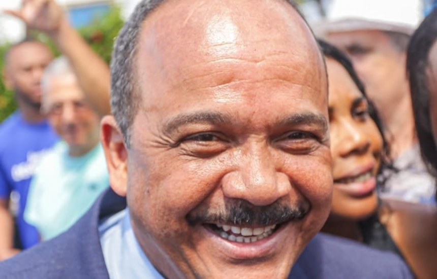 Elinaldo destaca avanços em Vila de Abrantes durante desfile cívico