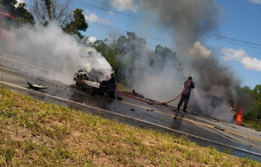 [Grave acidente com três veículos deixa mortos e feridos na Cetrel]
