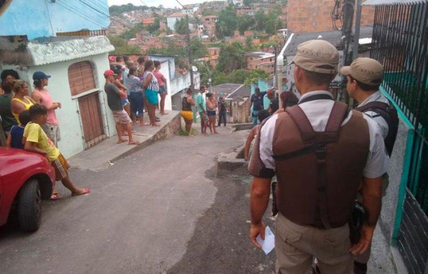 Homens armados invadem casa e matam três pessoas em Salvador