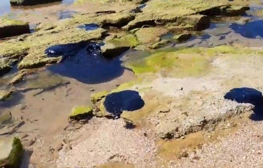 [Marinha confirma resíduos oleosos na praia de Arembepe]