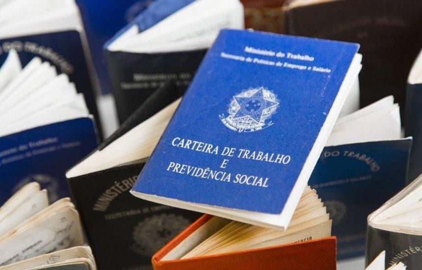 [Brasil cria 157 mil empregos com carteira assinada em setembro]
