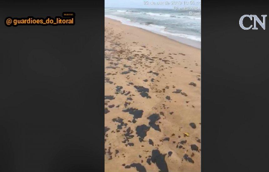 [Voluntário mostra grave situação da praia de Barra de Jacuípe atingida por óleo]