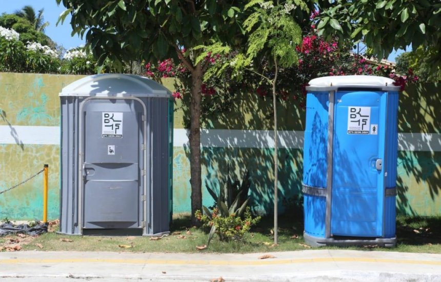 [Banheiros públicos são instalados em praias e praças de Camaçari para pessoas com deficiência]