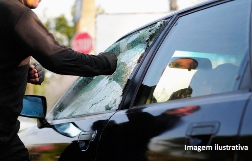 [Veículo é furtado e outro é recuperado em Camaçari]